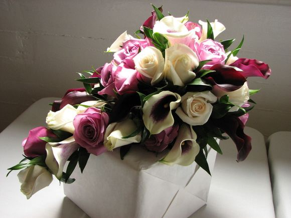Cascading_bridal_bouquet