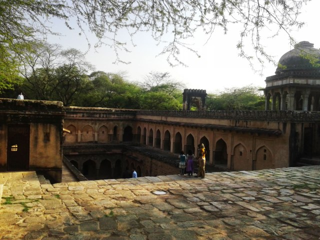 Upon entering Rajon ki Baoli